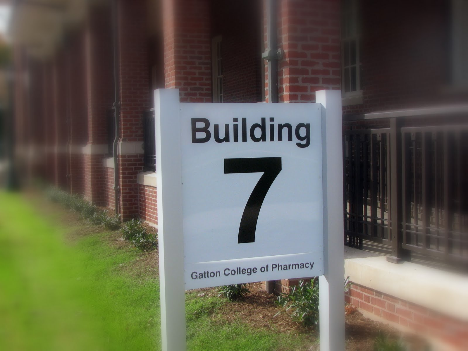 building 7 sign